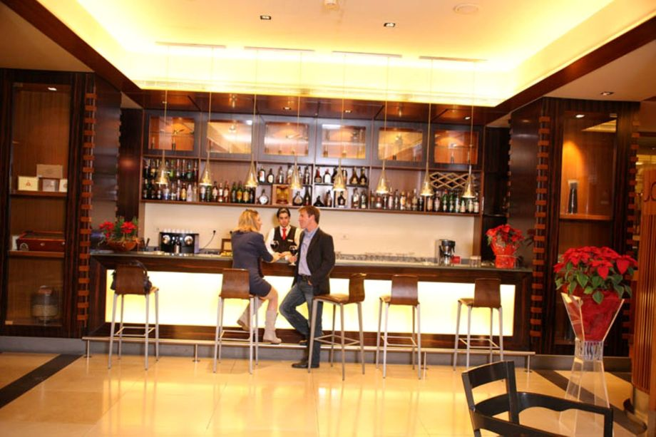 le_Commodore_Hotel-Beirut-Hotel-Bar
